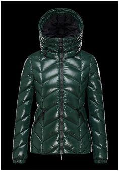 blouson femme moncler Badete doudoune à capuche veste courte ver moncler  paris Mon Cheri, Boutique 253c35594b8