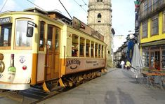 Porto – eine weitere Perle Portugals! Näheres zur traumhaften Secondhand und Vintage Szene plus Tipps für Handgemachtes und Kulinarisches gibt es hier. Gaia, Street View, Holidays, Vintage, Porto, Port Wine, Scene, Tutorials, Viajes