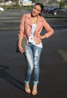 Salmon blazer, white tank, distressed/cuffed jeans.
