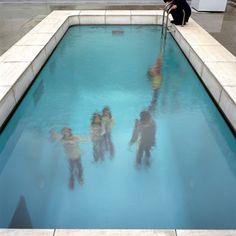 スイミングプールのレアンドロエルリッヒ都内初の大規模個展を森美術館で開催
