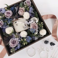 New wedding ideas purple blue flower 20 Ideas Flower Box Gift, Flower Boxes, How To Wrap Flowers, How To Preserve Flowers, Wedding Boxes, Wedding Gifts, Wedding Ideas, Wrapping Gift, Flower Packaging