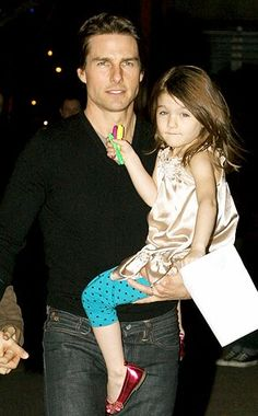 Tom Cruise and his daughter Tom Cruise And Suri, Tom Cruise Hot, Cameron Diaz, Top Gun, Nicole Kidman, Katie Holmes Tom Cruise, Cute Celebrities, Celebs, Ton Cruise
