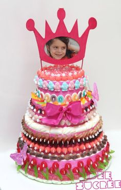 Tarta de chuches - Candy cakes - Gâteau de bonbons Cake Sizes And Servings, Cake Servings, Sweet Hampers, Chocolate Bonbon, Sweet Trees, Candy Cakes, Cake Board, Candy Bouquet, Candy Party
