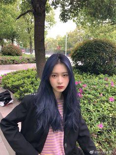 Hair Color Streaks, Hair Color Blue, Blue Hair, Hair Color Underneath, Korean Hair Color, Short Grunge Hair, Hair Shows, Dye My Hair, Aesthetic Hair