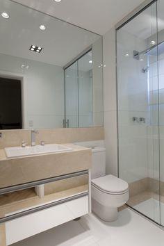 Projeto de Interiores   Apartamento São Paulo   Designer de Interiores Iara Kílaris Future House, My House, Glass Shower, Bathroom Interior Design, Corner Bathtub, Mirror, Furniture, Home Decor, Bath Ideas