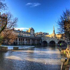 Pulteney Bridge, Bath, England. Photo courtesy of alina_bunny on Instagram.