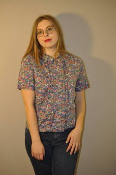 Womens Tops For Work Office Style. Floral Print Shirt, Floral Blouse, Sailor Fashion, Fashion Forever, Liberty Print, Office Fashion, Printed Shirts, Shirt Style, Vintage Fashion