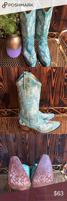 Light blue Corral cowboy boots!! These light blue cowboy boots are perfect for summer country concerts!!! Only worn with zero wear and tear on the boots ! Corral Shoes Heeled Boots