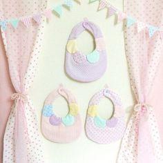 多重ガーゼでふんわりやわらかよだれかけ♪赤ちゃんにも安心素材♡襟は縫い付けておりますのでピラピラしません( ´ ▽ ` )ノ・ピンクストライプ・ピ...|ハンドメイド、手作り、手仕事品の通販・販売・購入ならCreema。