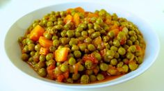 Greek style peas: Cooked peas in a rich olive oil-tomato sauce #meatlessmonday #vegetarian #vegan