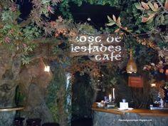 Un lugar mágico donde merendar o tomar algo. Está junto al Museo de Cera.