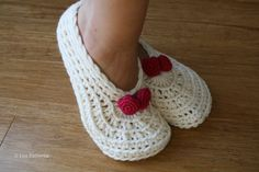 Crochet slippers pattern home shoes women Christmas by LuzPatterns