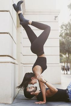 15 Poses of couple photography that will bring out the cheesy side of even the girl . - 15 Poses of couple photography that will bring out the cheesy side of even the toughest girl – SE - Fit Couples, Cute Couples Goals, Romantic Couples, Couple Goals, Fitness Couples, Couples Yoga Poses, Romantic Gifts, Couples In Love, Shooting Couple