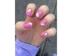 Delicate margherite per la nail art in rosa