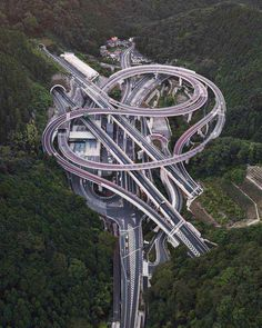 """regram Hisashimichi interchange is a Japan's highway junction system design that is seriously impressive to be notice. This amazing and crazy """"spaghetti-like"""" creation of engineering was built at Takao area in Hachioji Tokyo Japan Photo by Futuristic Architecture, Amazing Architecture, Dangerous Roads, Bridge Design, Civil Engineering, Mechanical Engineering, Aerial Photography, Belle Photo, Cool Pictures"""