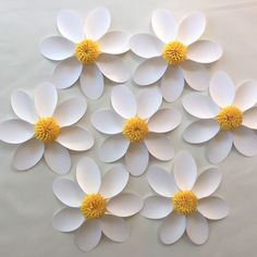 Paper flower DAISY set of 7 / Wedding by SydneyPaperFlowers Paper Daisy, Paper Flower Wall, Paper Flower Backdrop, Diy Paper, Paper Crafts, Tissue Paper, Construction Paper Flowers, Most Popular Flowers, Paper Table