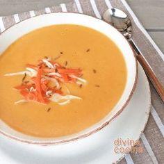 Tradicional: Para 6 personas: 750 gr. de zanahorias - 1 penca de apio – 1 vaso de leche o un nata líquida - 1 cebolla – 1 patata – Sal o 1 pastilla de caldo de pollo o carne - Sal pimienta y nuez moscada – 2 cucharadas de mantequilla Tapas, Spanish Food, Sin Gluten, Vegan Life, Soups And Stews, Deli, Thai Red Curry, Creme, Recipies