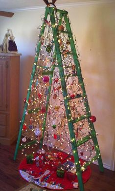 Share this on WhatsApp Old Christmas decorations do not have to be tossed away, especially if they hold sentimental value. Recycled Christmas decorations can g Ladder Christmas Tree, Old Christmas, Christmas Projects, All Things Christmas, Christmas Holidays, Wooden Xmas Trees, Christmas Ideas, Vintage Christmas, Recycled Christmas Decorations