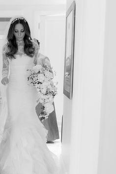 Penteado de noiva - cabelos soltos ondulados com tiara ( Foto: Marina Fava | Beleza: G Junior )