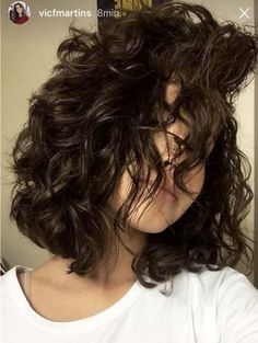 Trendy haircut curly hair medium curls layered hairstyles – – All About Hairstyles Medium Curls, Short Curls, Medium Hair Cuts, Short Curly Hair, Medium Hair Styles, Curly Hair Styles, Short Hair Perms, Curly Hair Layers, Short Layered Curly Hair