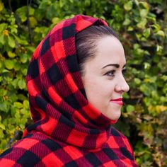 How to Make a Fleece Poncho   OFS Maker's Mill Fleece Crafts, Fleece Projects, Sewing Projects, Sewing Ideas, Poncho Pattern Sewing, Quillow Pattern, Poncho Patterns, Clothes Patterns, Winter Poncho