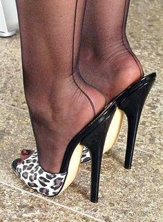 Nylon drückt sich in - Hot high heels - Hig Heels High Heels Boots, Platform High Heels, Black High Heels, High Heel Pumps, Pumps Heels, Heeled Boots, Stiletto Heels, High Heels Outfit, Mules Shoes