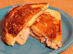Pulled Pork and Apple Grilled Cheese Sandwiches ~~~ This sandwich has so much flavor that you won't be able to wait for the next bite! The sweet & savory flavors really have a great balance in this unusual grilled cheese. Grill Cheese Sandwich Recipes, Grilled Cheese Recipes, Soup And Sandwich, Sausage Recipes, Pork Recipes, Cooking Recipes, Grilled Sandwich, Cooking Games, Recipies
