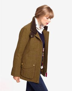 Joules Womens Semi Fitted Tweed Coat, Toad Green.                     Set this country sports coat firmly in your sights and capture true country style. Completely timeless, made to last season, after season, after season. A true Joules classic.