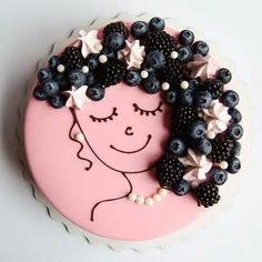 Girls face on a pink cake - Birthday Cake Blue Ideen Pretty Cakes, Cute Cakes, Beautiful Cakes, Amazing Cakes, Food Cakes, Cupcake Cakes, Cake Decorated With Fruit, Decoration Patisserie, Cheesecake Decoration