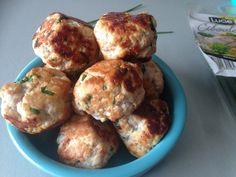 Humm ces boulettes, elles sont divinement délicieuses ! Je te conseille vraiment de tester, c'est tellement différent d'une simple escalope... J'ai trouvé cette recette sur le blog de Malène aux fourneaux, qui l'a trouvé sur le blog de Doro, qui l'a trouvé...