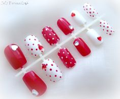 Pin up girl polka dot #nails in red and white