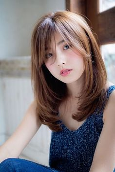 Today's trend is creating a hairstyle on long hair making bangs cut in it. So, if you want to apply this hairstyle to your hair then just have a look at our collection. hair bangs 5 Easy Long Bangs Hairstyles for you in 2019 : Have A Look! Medium Length Hair With Bangs, Medium Hair Cuts, Medium Hair Styles, Curly Hair Styles, Korean Hairstyle Medium Shoulder Length, Asian Hair With Bangs, Short Hair For Round Face Shoulder Length, Long Layered Bangs, Hair Cuts For Long Hair With Bangs