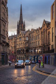 Victoria Street, Edinburgh, Scotland  (by Daniel on Flickr)
