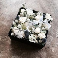 . 레슨 주문 문의 카톡ID vaness52 . #vanessflower #vaness #flower #florist #flowershop #handtied #flowergram #flowerlesson #flowerclass #바네스 #플라워 #바네스플라워 #플라워카페 #플로리스트 #꽃다발 #부케 #원데이클래스 #플로리스트학원 #화훼장식기능사 #플라워레슨 #플라워아카데미 #꽃스타그램 . . . #플라워박스 #flowerbox . . 화이트 그린으로 깔끔하게