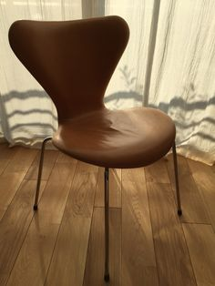 Arne Jacobsen series 7 leather