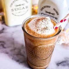 Smoothie de cafea cu scortisoara. Rasfat dulce pentru zile lungi 😅 #cafea #smoothie #banana #scortisoara #coffee #coffeetime #coffeelover #coffeeholic #coffeecoffeecoffee #coffees #cinnamon #cinnamoncoffee Tiramisu, Smoothie, Deserts, Tableware, Recipes, Food, Banana, Dinnerware, Tablewares