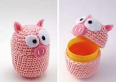maiale uncinetto su ovetto - crochet pig as cover egg - airali handmade: amigurumi, accessori a maglia e uncinetto. Crochet, knit and amigurumi .: who ate all the eggs?Las Teje y Maneje: recycleCrochet little animals Crochet Pig, Crochet Gifts, Cute Crochet, Crochet Animals, Crochet For Kids, Crochet Dolls, Crochet Stitches, Crochet Patterns, Plastic Bag Crochet