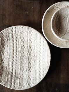 Ceramic plates with a cable knit print! Awesome! #ceramics #print #knitted