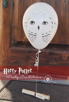 Use owl balloons to deliver your party invitations door-to-door. Create your own Hedwig balloon using these instructions to get people excited to attend your Harry Potter smash.
