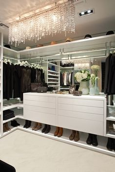 La Closet The Designer S White Lacquered Cabinetry Mirrored Back Panels Corner L Shaped Shelves