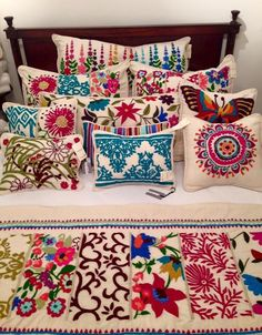 Pillows - create your own style! One of the easiest things to make are pillows so it's a great place to start, especially when there are so many ways to make them unique! Mexican Bedroom, Mexican Home Decor, Mexican Embroidery, Embroidery Patterns, Hand Embroidery, Diy And Crafts, Arts And Crafts, Easy Crafts, Quilt Sets