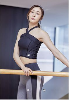 김연아 Yuna Kim New Balance Korea New Balance Outfit, Kim Yuna, Fitness Wear Women, Modelos Fitness, Tennis Fashion, Girls In Leggings, Korean Model, Beautiful Asian Girls, Sport Girl