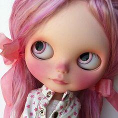 What a stunner! Custom Blythe doll by Sharon Avital @sharonavitaldolls