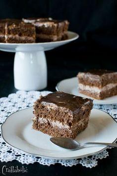 συνταγή για σοκολατίνα (3) Greek Sweets, Greek Desserts, Party Desserts, Greek Recipes, Desert Recipes, Galaxy Desserts, Sweet Cooking, Mini Cheesecakes, Pastry Cake