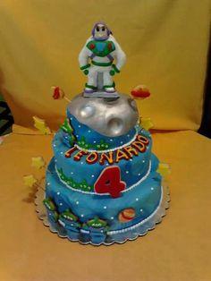 Buz ligth year cake