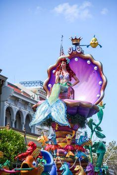 The Little Mermaid ariel Disney World Parade, Disney Christmas Parade, Disneyland Parade, Walt Disney, Disney Magic, Disney Parks, Disney Pixar, Disney Travel, Disney Dream