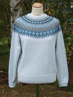 """""""The Blue Shimmer"""" pullover. Photo S. Gustafsson"""