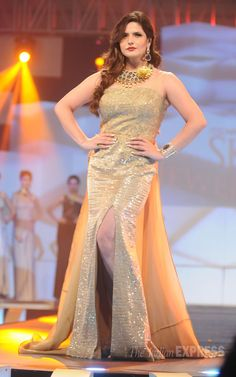 Zarine Khan spelled style in a gold gown at the IBJA Award ceremony. Bollywood Actress Hot Photos, Bollywood Girls, Beautiful Bollywood Actress, Indian Bollywood, Bollywood Fashion, Bollywood Celebrities, Beautiful Evening Gowns, Beautiful Saree, Girl Fashion