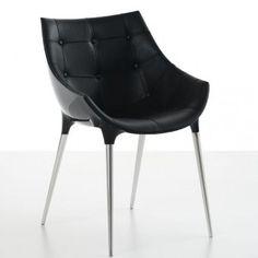 Fauteuil starck passion  Ce fauteuil Starck est un petit fauteuil avec 4 pieds en acier chromé conçu en 2008 pour la marque Cassina.  Le fauteuil Passion est parfait pour les pièces à vivre avec son design intemporel et son confort stylé.  Revêtement coque en nylon brillant noir. Coque est revêtue en cuir intérieur matelassé. Rembourrage intérieur en polyuréthane.  Designer :PHILIPPE STARCK Marque :CASSINA Couleur :NOIR Dimensions : L 57cm H 80cm P 57cm  #Jbonet #design #cassin