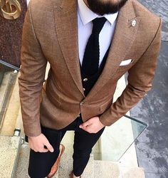 Men's brown sport coat with black pants, white shirt and black tie and brown leather dress shoes. Gentleman Mode, Gentleman Style, Dapper Gentleman, Mens Fashion Suits, Mens Suits, Suit Men, Brown Sport Coat, Mens Sport Coat, Stil Inspiration